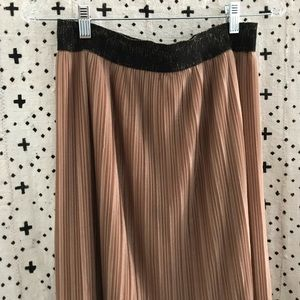 Pleated shimmery midi skirt